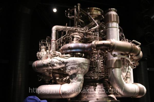 岐阜かかみがはら航空宇宙博物館の博物館内部 ロケットエンジン
