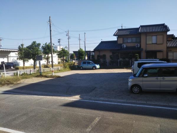 中部公園の駐車場(正面)